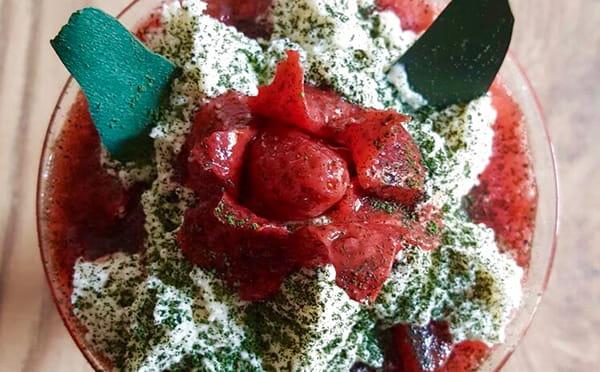 Espirulina con fresas y nata